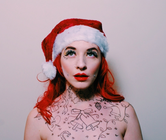 grunge, mrs claus, grunge mrs claus, tattoos, piercings