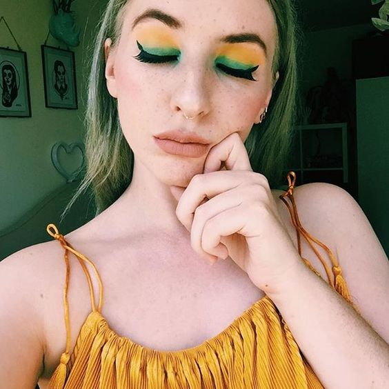 green and yellow eyeshadow make up