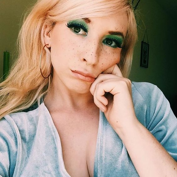 70s green eye shadow false lashes